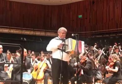 Los argentinos aplaudieron al vallenato auténtico y tradicional con el acordeón del rey, Álvaro Meza